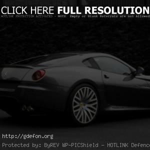 Спортивный серый Ferrari