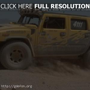 Hummer H2 в пыли