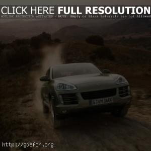 Porsche Cayenne на трассе
