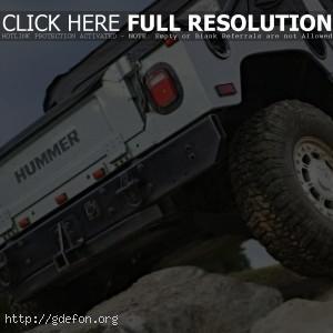 Hummer H1 на камнях