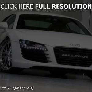 Audi R8 белого цвета