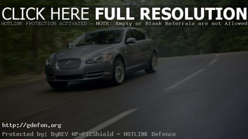 Обои Jaguar на дороге фото картики заставки