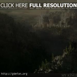 Замок среди зеленых холмов